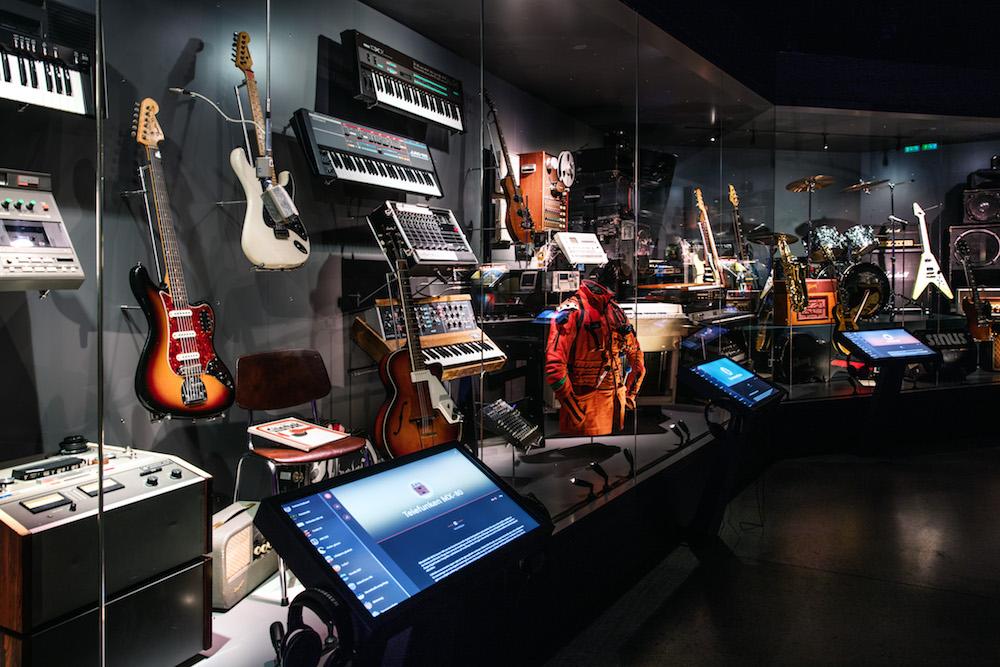 ROCKENSVERKTØY: I utstillingen vises over 150 gjenstander som også har lytteeksempler.Foto: Geir Mogen