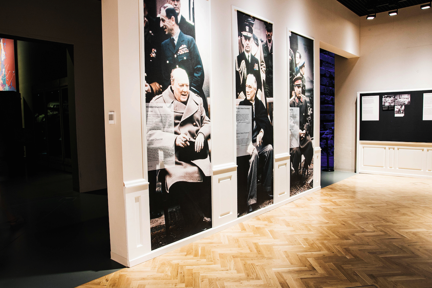 OVERBLIKK: Museet gir et overblikk over hendelsene før, under og etter krigen, også på et overordnet politisk og militært nivå. FOTO: MIKOŁAJ BUJAK/MUZUEM1939.PL