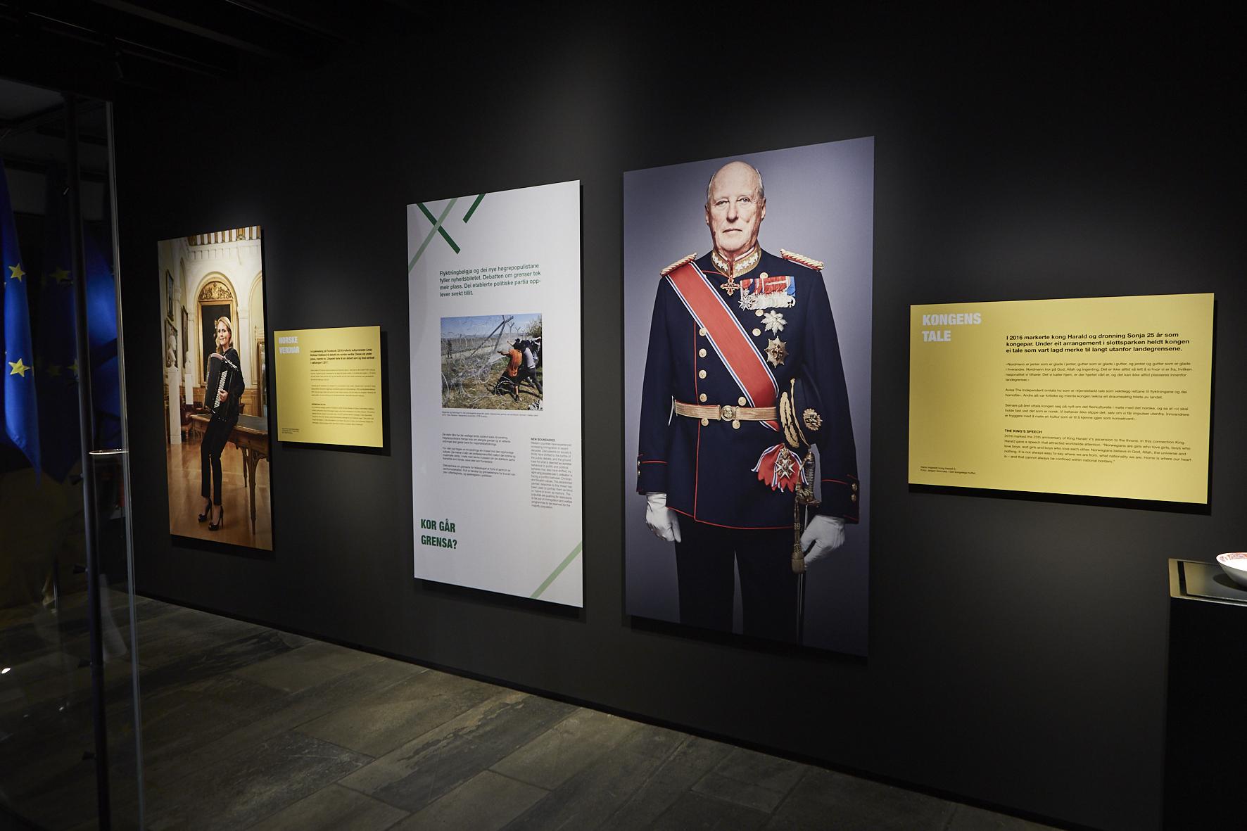 KONGEN: Kong Harald er prominent tilstede i utstillingsrommet. FOTO: Velour Beitohaugen