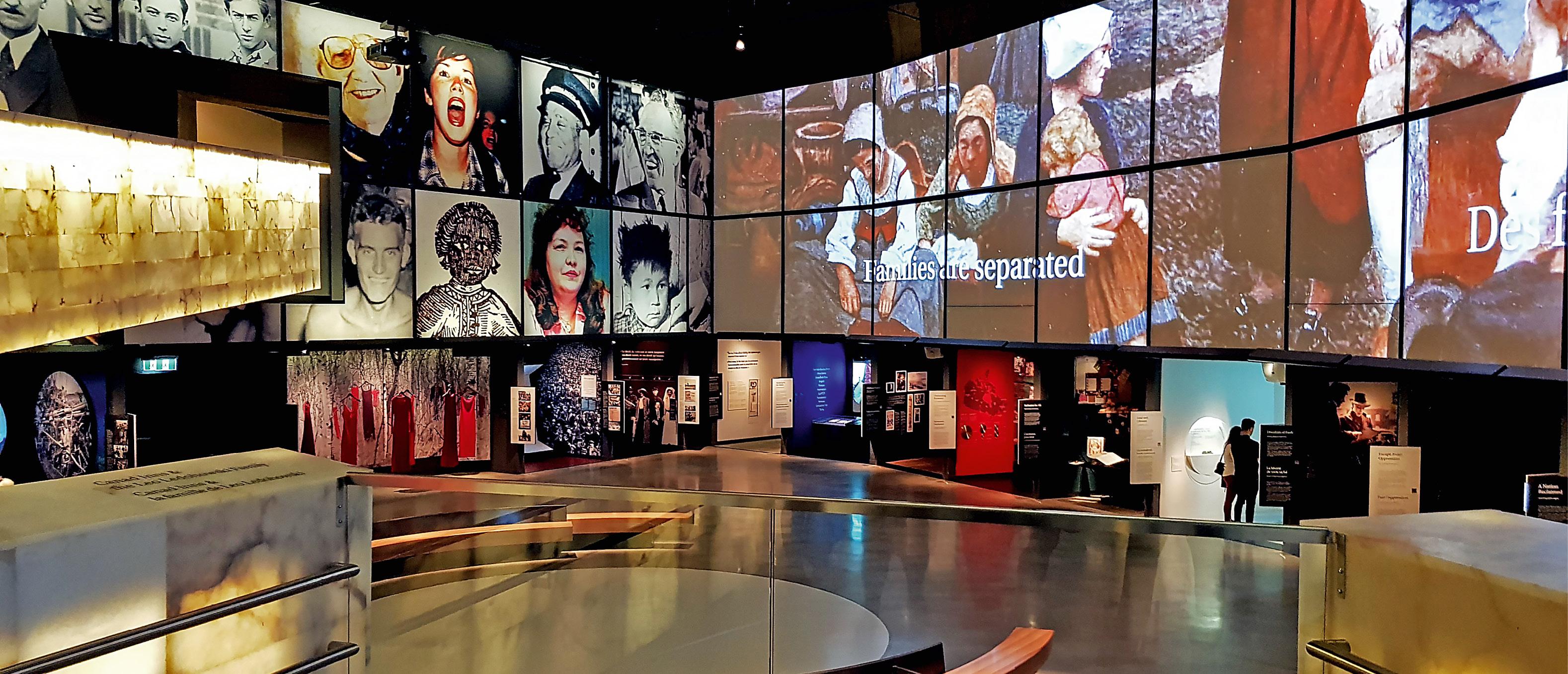 CANADIAN JOURNEYS: Den største utstillingssalen i Canadian Museum for Human Rights (CMHR) i Winnipeg har fått navnet Canadian Journeys. Salen har et innhold som tydelig plasserer museet i en samtid som stadig rommer motsetninger, uforløste konflikter, misogyni, rasisme og diskriminering. Foto: Eidsvoll 1814
