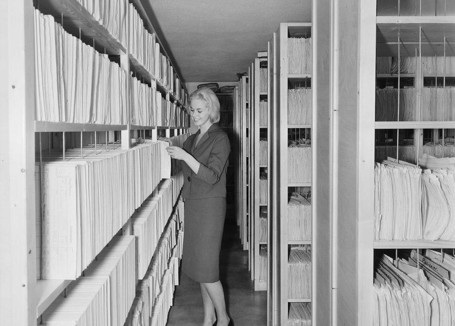 I arkivet ved Norges Brannkasse, 1962. Foto: Leif Ørnelund, 1962, Oslo Museum.