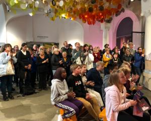 400 gjester følger sendingen fra Fredssenteret. Foto: Liv Astrid Sverdrup