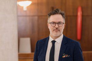 Portrettfoto av statssekretør Knut Aastad Bråthen i Kulturdepartementet