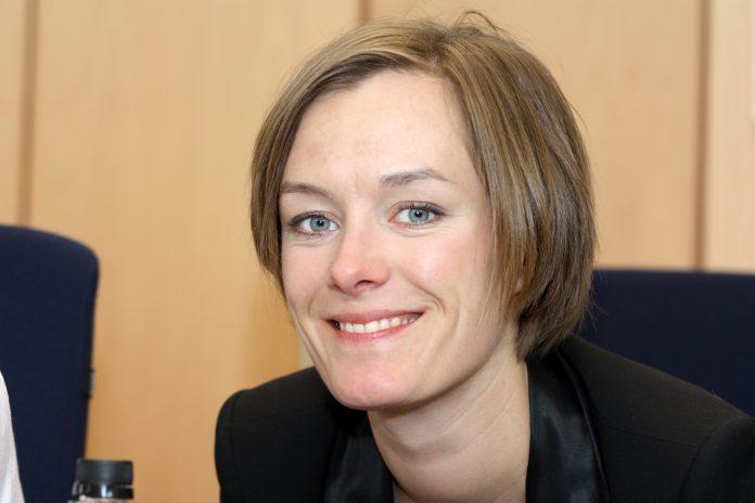 Portrettfoto av Anette Trettebergstuen