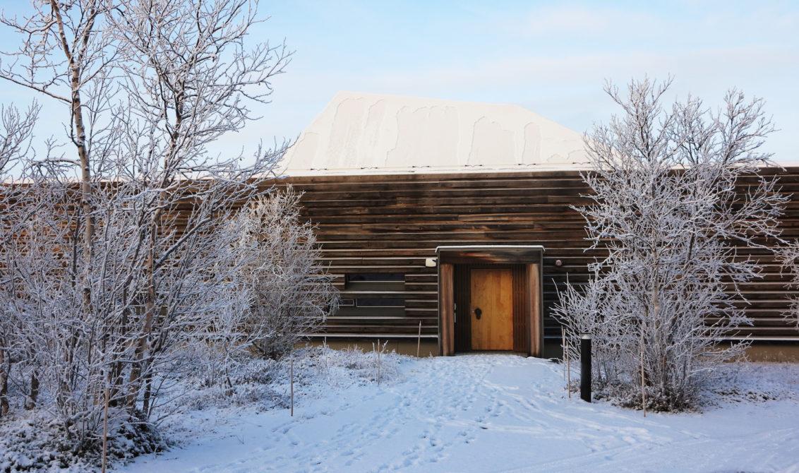 Museumsbygning i snøkledt landskap