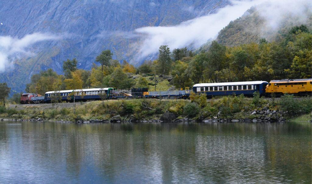 Tog gjennom Romsdalsens natur