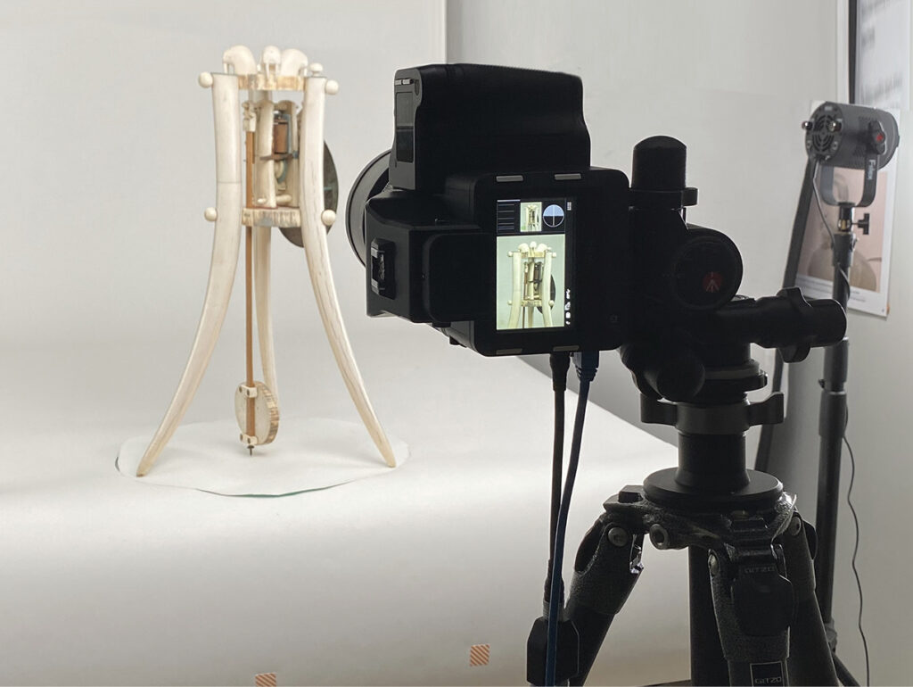 Bilde av kamera som fotograferer gjenstand