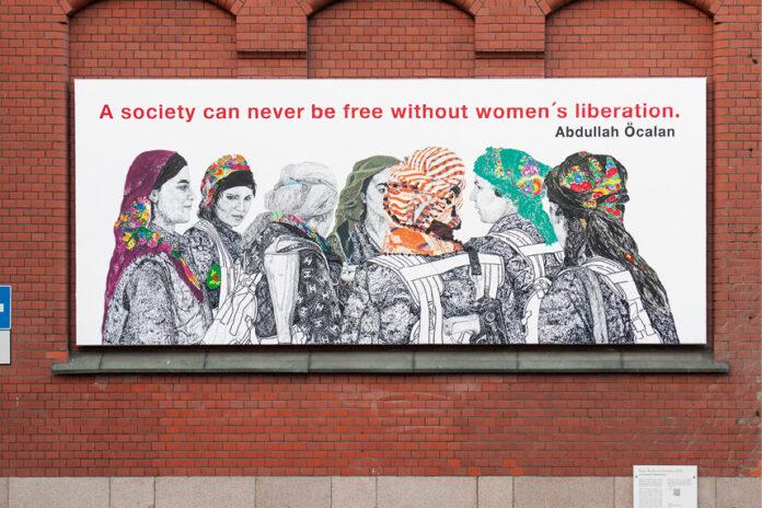 Gatemaleri av hijabkledde kvinner med sitatet